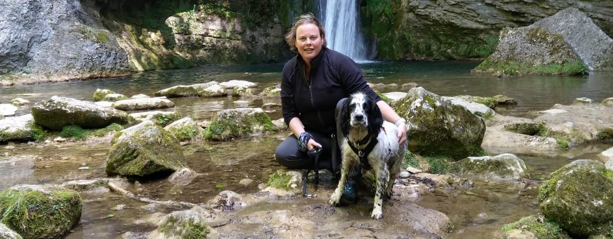 Megin Mastenbroek met hond